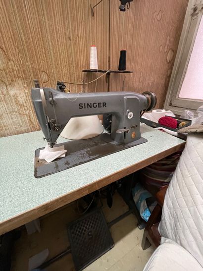 SINGER: Sewing machine. (In the laundry room, 2nd floor).