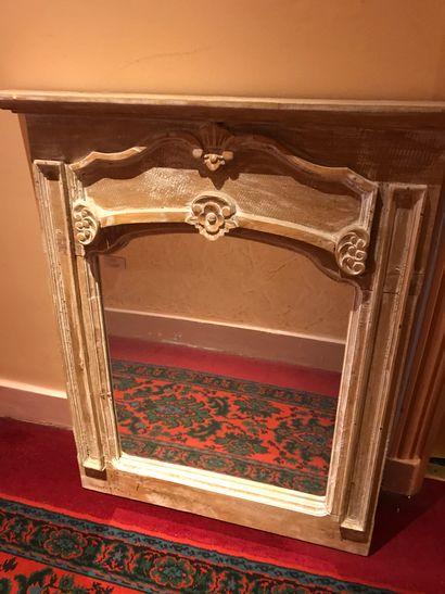 Lot de 4 miroirs en bois cérusé divers....
