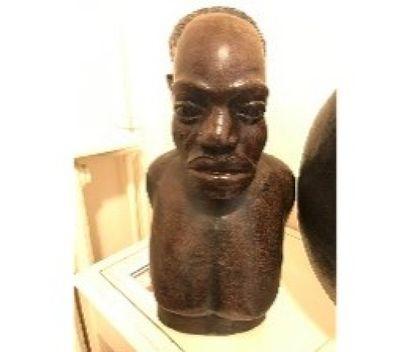 Sujet en bois sculpté «Africain».  H.:...