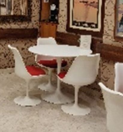 KNOLL  Table ronde laquée blanc (acc.)  Diam.: 91 cm. H.: 73 cm.
