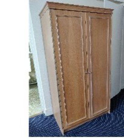 Deux armoires en bois cérusé H.: 189 cm;...