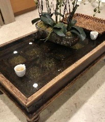 Table basse en bois naturel et sculpté, style...