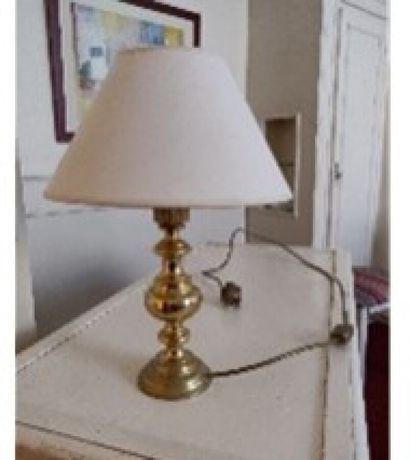 Lampe en métal doré  H.: 22 cm.  Ch. 20...
