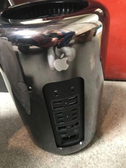*Mac pro Server