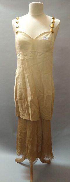 Robe de soirée écru dégradée jusqu'au beige...