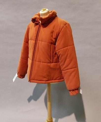 Lot de 4 vêtements:  *H&M  Doudoune zippée...