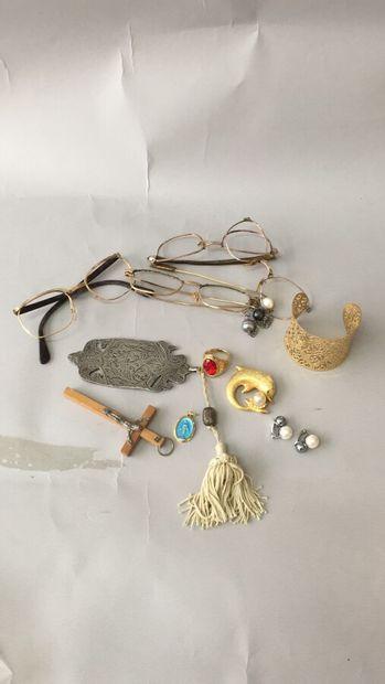 Lot de bijoux fantaisie avec lunettes en...