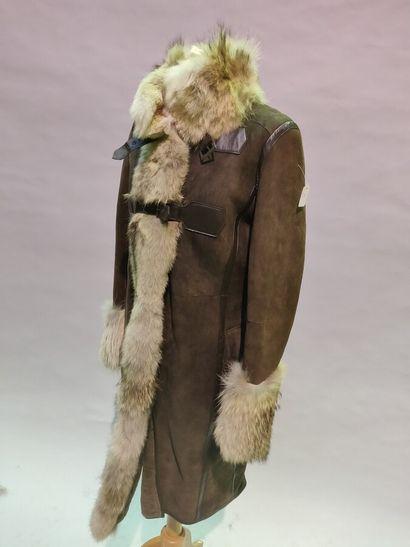Lot de 4 vêtements:  *Anonyme  7/8 en Mouton...