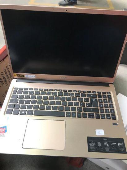*Un ordinateur portable ACER 15