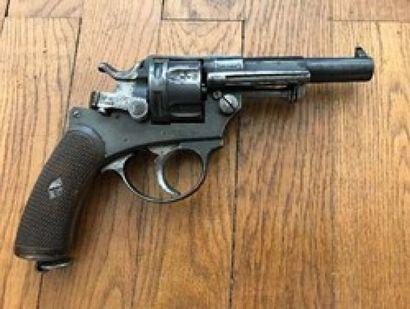 Bon revolver de type CHAMELOT DELVIGNE 1874...