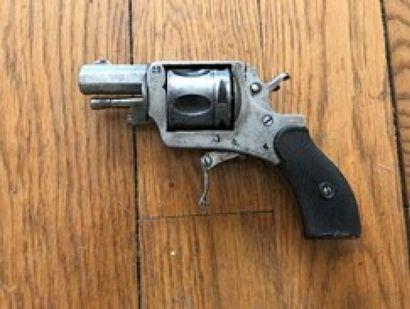 Revolver type BRITISH BULLDOG. Cal. 320.