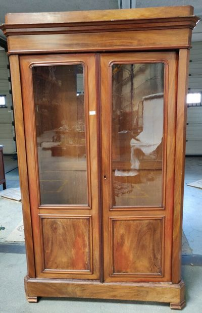 Vitrine à deux portes en acajou, XIXè siècle....