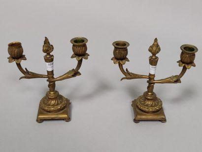 Paire de bouts de table à 2 lumières en bronze...