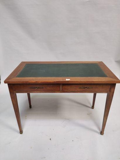Petit bureau en bois teinté, dessus en cuir...
