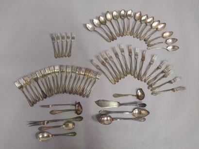 Parties de ménagères en métal argenté comprenant...