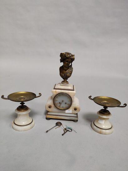 Garniture de cheminée en albâtre et bronze...