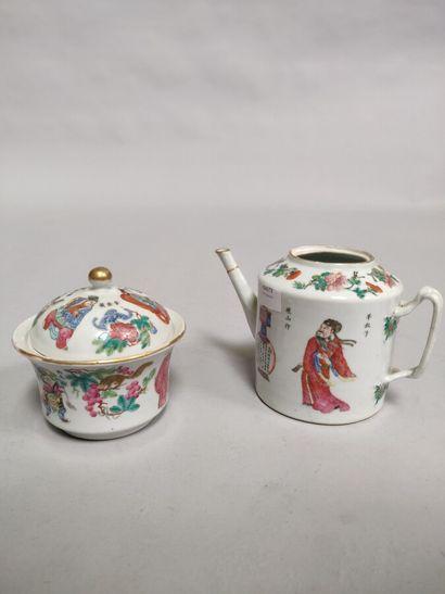 Lot en porcelaine comprenant un pot couvert...