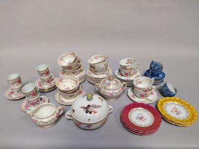 Un lot de vaisselle comprenant :  - 6 tasses...