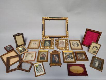 Une manette de cadre photos, cadres et pièces encadrées