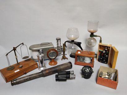 Lot d'instruments scientifiques : balance,...