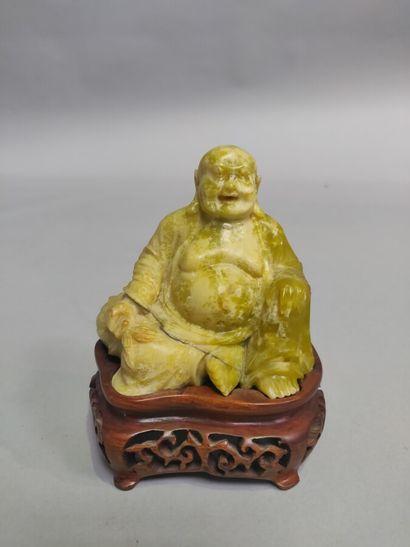 CHINE : Sculpture en pierre jaune anis représentant...