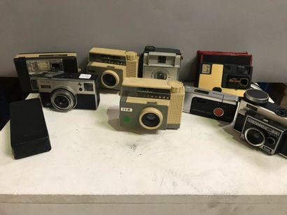Appareil photographique, compacts.  Ensemble...