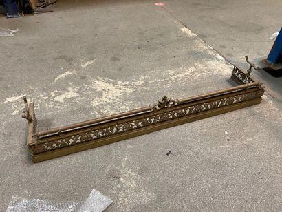 Barre de foyer en bronze verni or à décor...