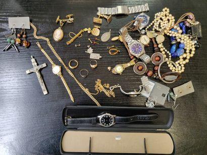 Lot de bijoux fantaisie comprenant bagues,...