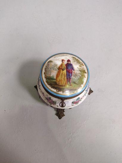 Coffret à bijoux en porcelaine à décor de...