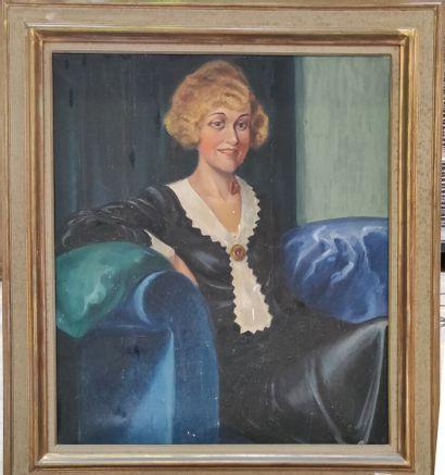 Ecole française vers 1930  Portrait de dame...