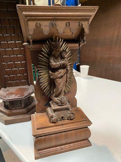 Vierge à l'Enfant en bois sculpté.  Epoque...
