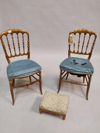 Deux chaises légères en bois doré  Napoléon...