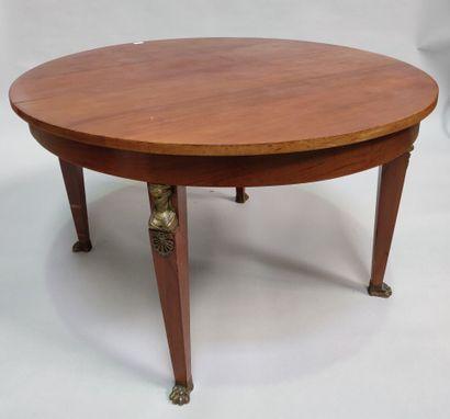 Table ovale dont deux allonges et buffet...