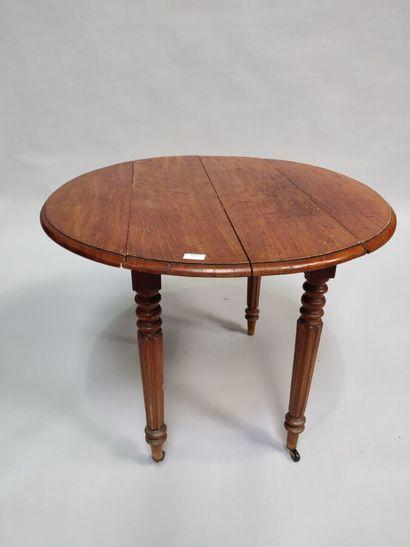 Table à volets en bois fruitier  XIXè siècle....