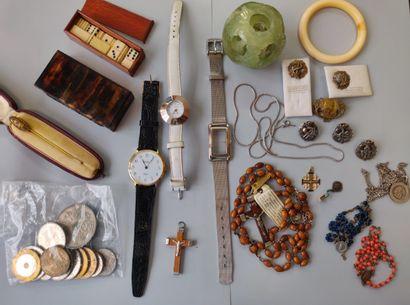 Lot de bijoux fantaisie, montres, chapelets,...