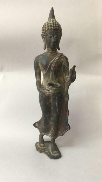 Sujet en bronze.  H: 29 cm (Accidents)