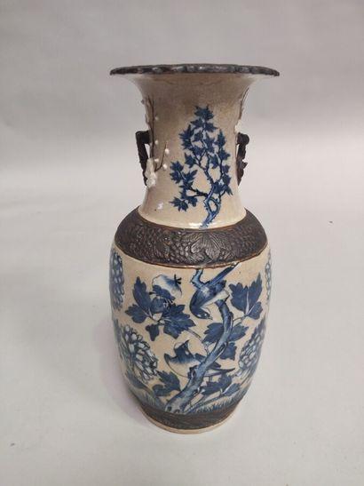 CHINE (NANKIN) : Vase balustre en porcelaine...