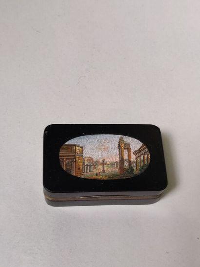 Boîte en micro-mosaïque à décor de ruines...