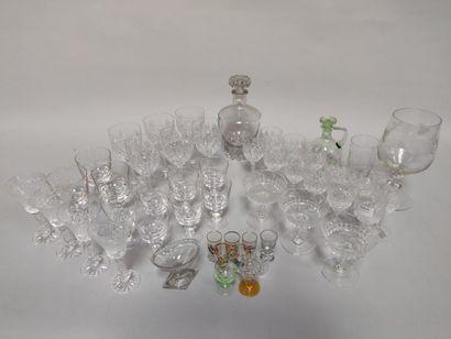 Lot de verres à pied en verre  Comprenant...