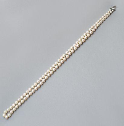 143. Collier de perles de culture en chute...