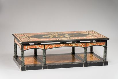 234. Table basse rectangulaire en bois peint...