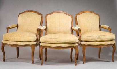 191. Suite de trois fauteuils à dossier plat...