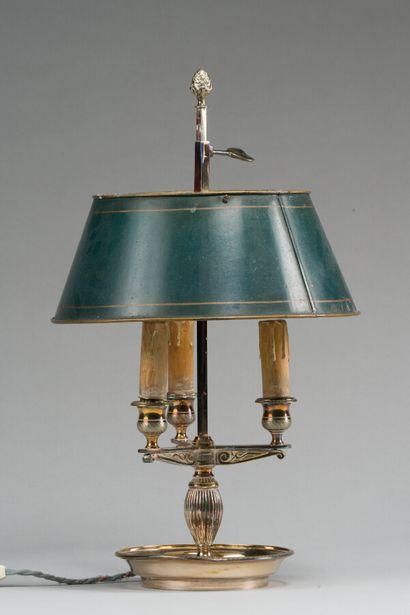 208. Lampe bouillotte en bronze argenté à...
