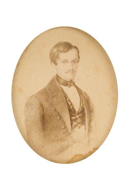 11. Lot comprenant :  - une gravure représentant Napoléon à Sainte-Hélène   - deux...