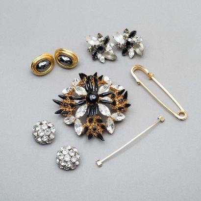 146. Petit lot de bijoux fantaisie : une...