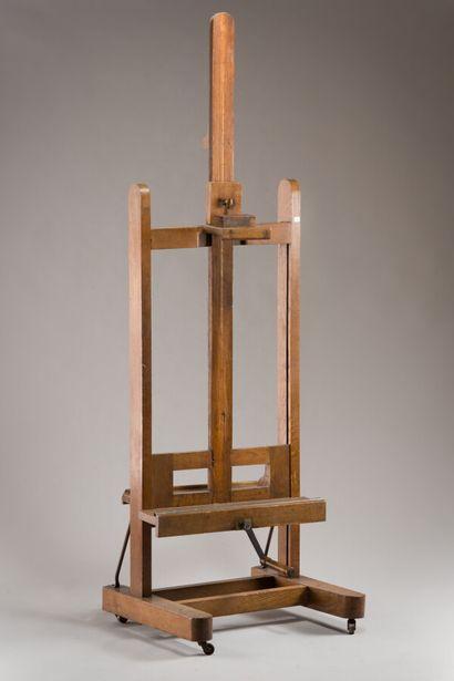230. Chevalet de peintre en chêne teinté....