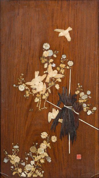 170. JAPON  Panneau rectangulaire en bois...