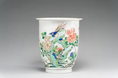 186. PARIS (SAMSON)  Cache-pot en porcelaine...
