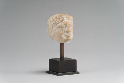 172. Sculpture en marbre, tête de femme....