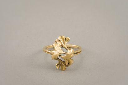 136. Bague en or jaune 750/1000e (18 carats),...